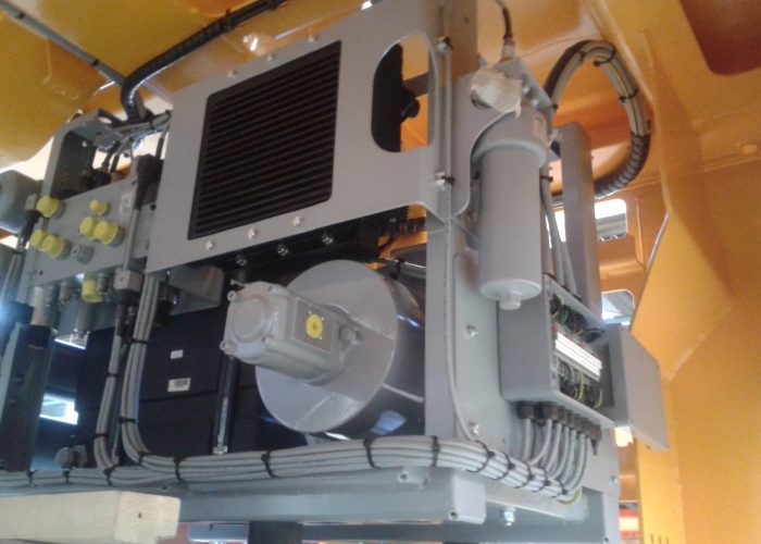 Complete hydraulic system for an Automated Guided Vehicle