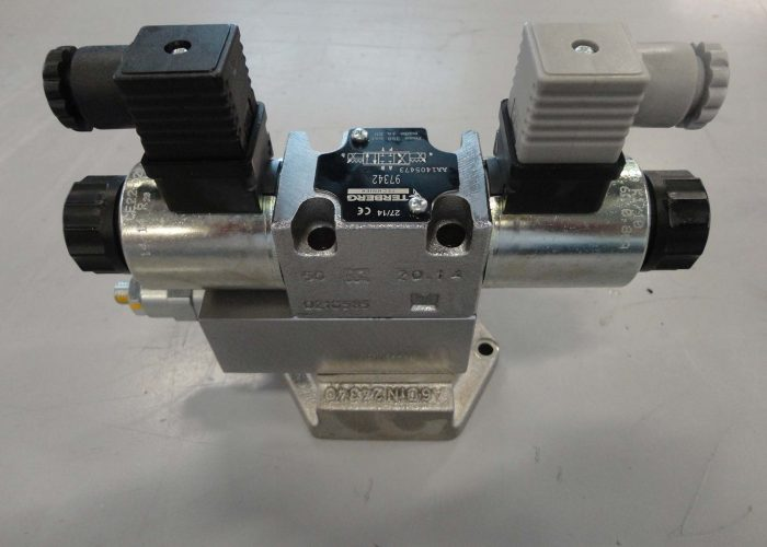 hydraulic valve for use in a mobile application