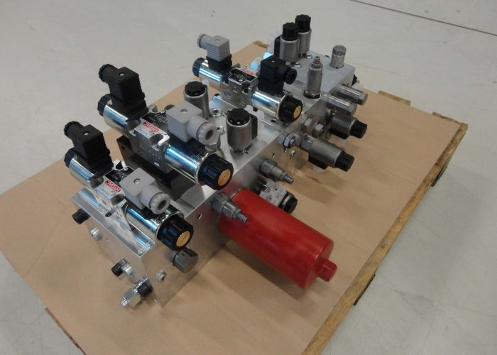 manifold with valves as part of the hydraulic system of agricultural sprayers