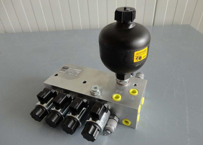 Hydraulic manifold with a diaphragm accumulator